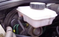 5 Symptoms of a Brake Fluid Leak and Average Repair Cost