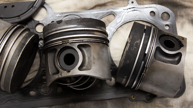 bad piston ring symptoms